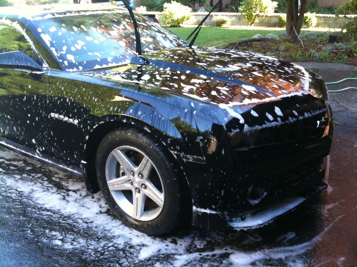 The Do's and Don'ts of Washing Your Car